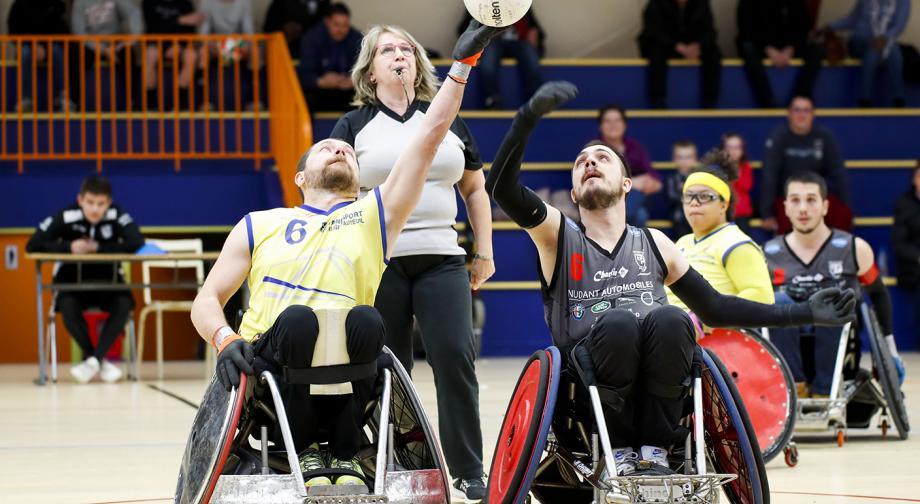 En sportif de haut niveau, Corentin Le Guen (à droite sur la photo) s'entraîne tous les jours de la semaine : trois séances de physique seul, deux avec son club des Black Chairs - Photo Baptiste Paquot