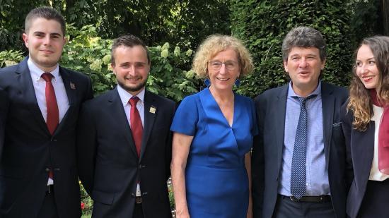 Les quatre jeunes sélectionnés à l'honneur, avec Muriel Pénicaud, Ministre du Travail, et Franck Charlier, conseiller régional délégué à l'apprentissage