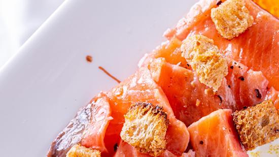 Filets de truite marinés à l'huile de moutarde de Brossard à l'orange sanguine - Photo © William Beekman