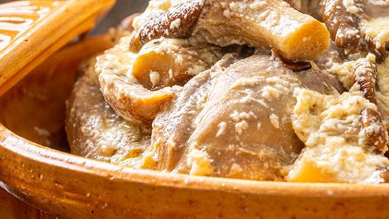 Pintade fermière de Babeth façon poulette aux pleurotes - Photo © William Beekman