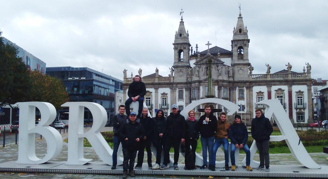 En décembre dernier, 10 élèves du CFA automobile de Mâcon sont partis trois semaines en stage à Braga (Portrugal) - Photo CFA Automobile de Mâcon